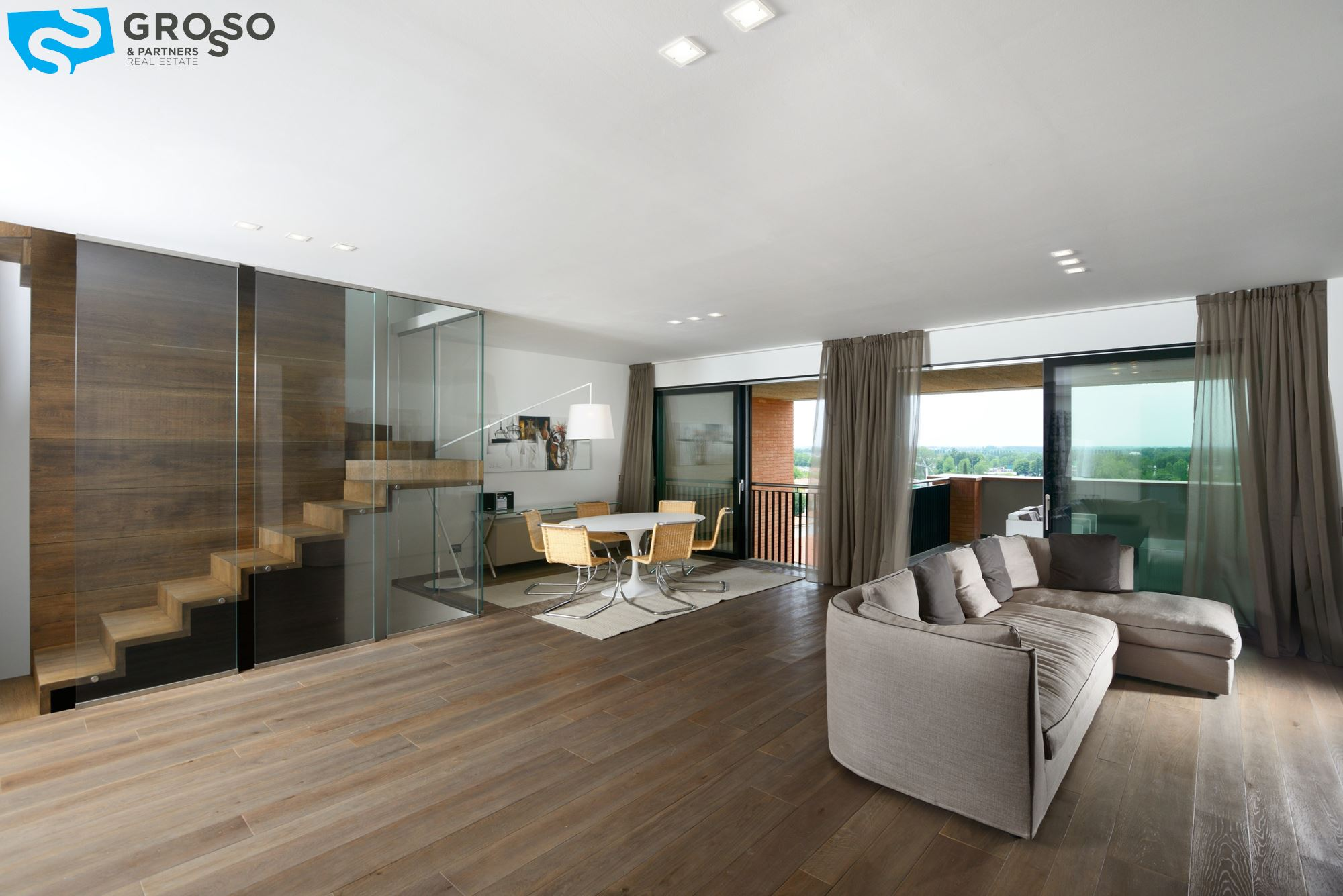 Vendita attico a treviso grosso partners immobiliare for Foto di mansarde arredate